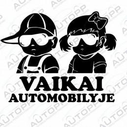 Lipdukas automobiliui juodas - 2 Vaikai automobilyje (20x15cm)